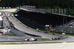 first lap: Jacques Villeneuve ve Enrique Bernoldi