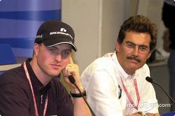 Conferencia de prensa: Ralf Schumacher y el doctor Mario Theissen