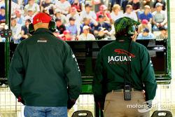 Una gorra de Parmalat y un sombrero a cuadors: Niki Lauda y Jackie Stewart