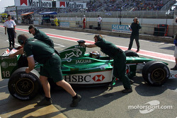 Eddie Irvine de regreso a los pits