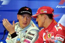basın toplantısı: Mika Hakkinen ve Michael Schumacher