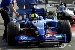 Luciano Burti, Prost AP04; Mika Häkkinen, McLaren MP4-16