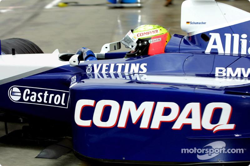 Ralf Schumacher saliendo del garage