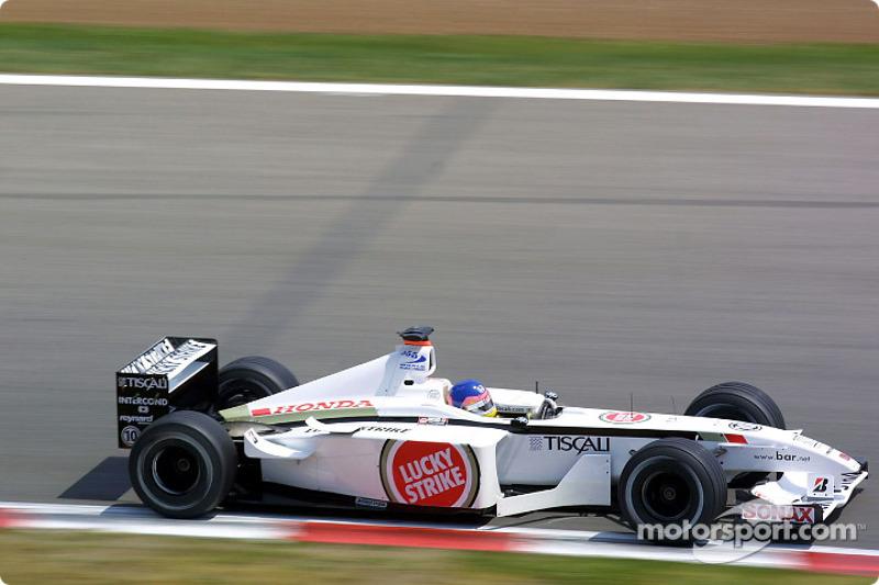Jacques Villeneuve en camino a su primer podio con el BAR