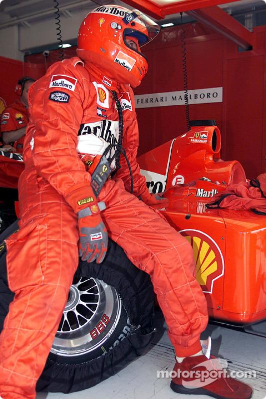Un mecánico de Ferrari