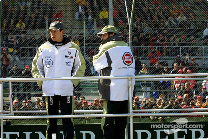 Drivers' parade: Olivier Panis and Jacques Villeneuve
