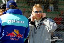 Desfile de pilotos: La música está muy alta para Mika Hakkinen