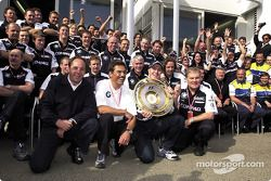 Gerhard Berger, Mario Theissen, Ralf Schumacher, Patrick Head and the BMW-Williams team celebrating