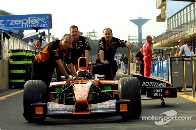 Arrows push in pit lane