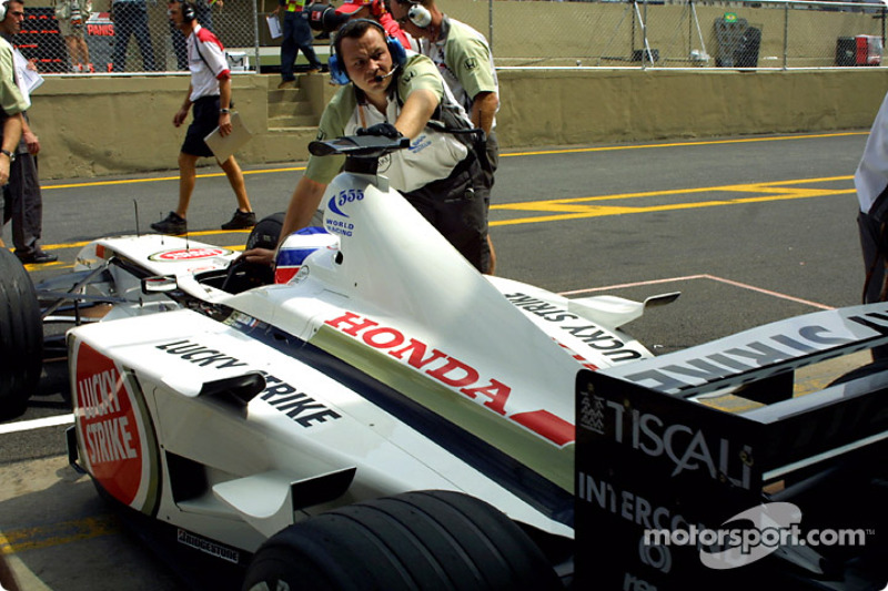 Olivier Panis back to the pits