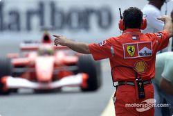 Rubens Barrichello dans la pitlane