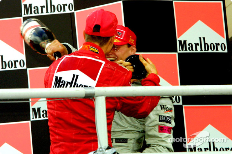 El podio: Michael Schumacher y David Coulthard