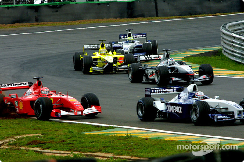 Restart : Montoya attaque Schumacher