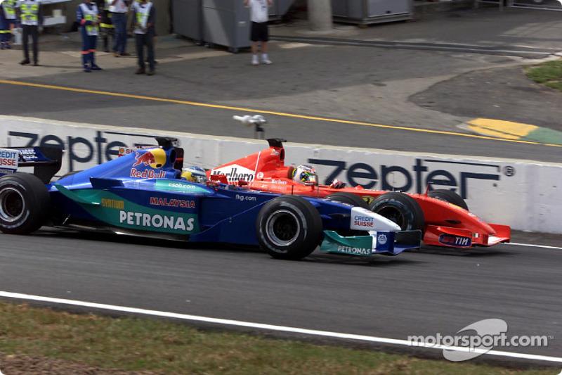 Rubens Barrichello passing Nick Heidfeld