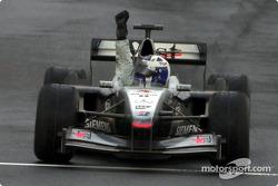 Triunfo para David Coulthard