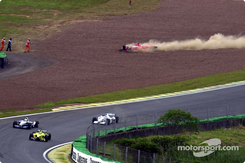 Restart : sortie de piste pour Rubens Barrichello