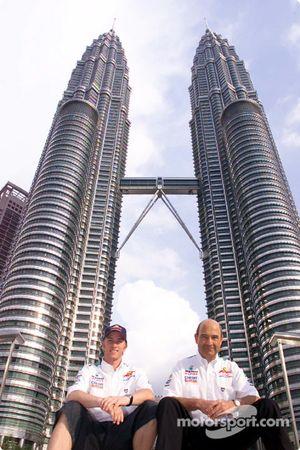 Nick Heidfeld y Peter Sauber frente a las Torres Petronas
