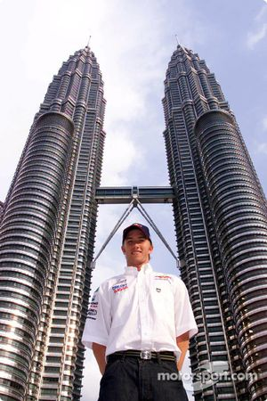 Nick Heidfeld in front of the Petronas Towers