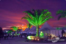 Colores mágicos: el paddock de Sepang en la noche