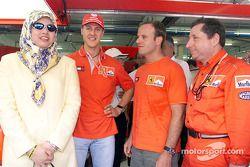 Michael Schumacher, Rubens Barrichello, Jean Todt avec un invité