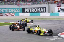 Heinz-Harald Frentzen y Jos Verstappen frente a un Mclaren