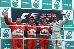 Ross Brawn, Rubens Barrichello, Michael Schumacher et David Coulthard sur le podium