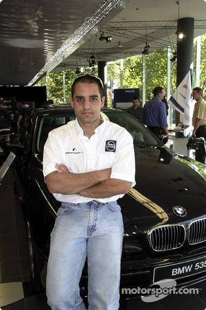 Juan Pablo Montoya y el auto de la compañía
