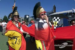 ¿Russel Crowe de incógnito? Solo dos tifosi australianos
