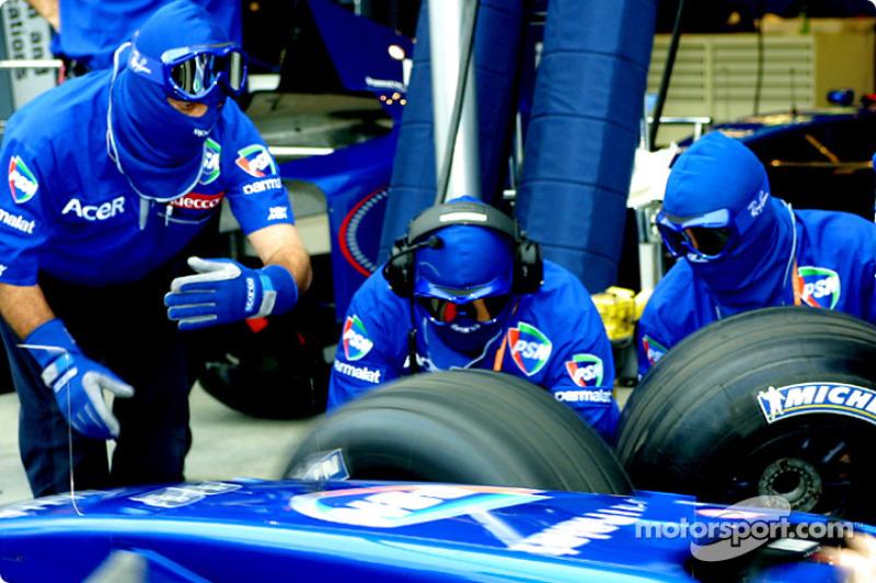 Práctica de cambio de neumáticos en Prost