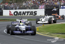 Ralf Schumacher y Jacques Villeneuve antes del terrible accidente