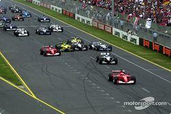 Inicio Michael Schumacher ya está al frente y hay duras batallas detrás.