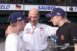 Peter Sauber y sus dos muchachos: Nick Heidfeld y Kimi Raikkonen