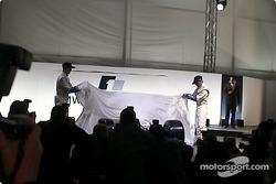 Ralf Schumacher et Juan Pablo Montoya dévoilent la FW23