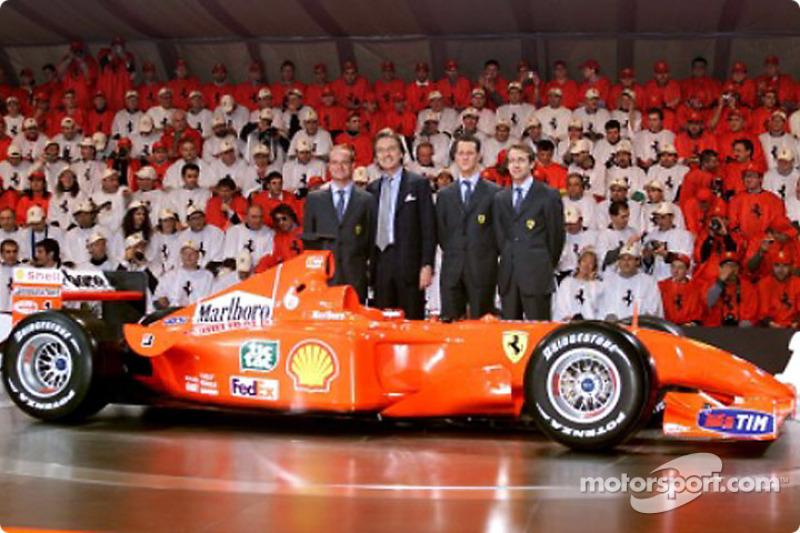 El Presidente Luca di Montezemolo y sus muchachos: Rubens Barrichello, Michael Schumacher y Luca Badoer