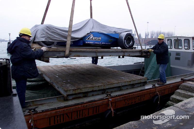 Разгрузка Benetton B201 на площади Сан-Марко