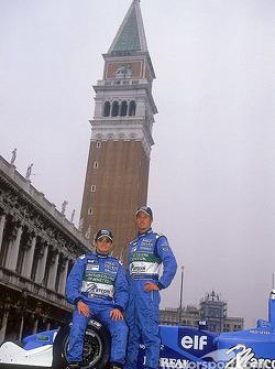 Giancarlo Fisichella y Jenson Button en el lanzamiento del nuevo B201