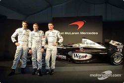 El piloto de pruebas Alexander Wurz, y los dos pilotos Mika Hakkinen y David Coulthard
