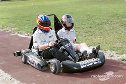Postal desde Australia: Fernando Alonso y un pasajero