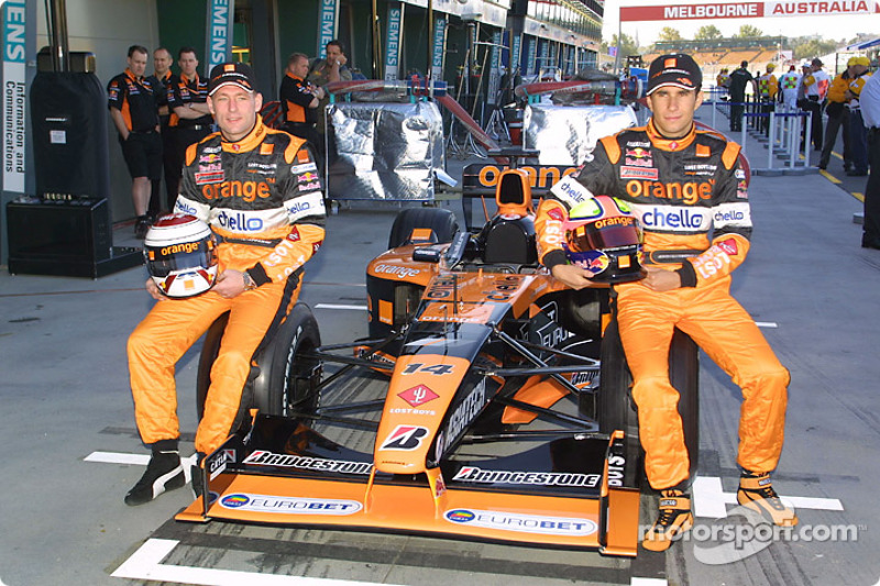 Jos Verstappen en Enrique Bernoldi met de Arrows A22