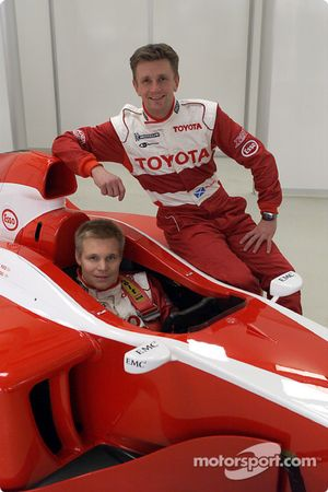 Mika Salo cockpit ve Allan McNish