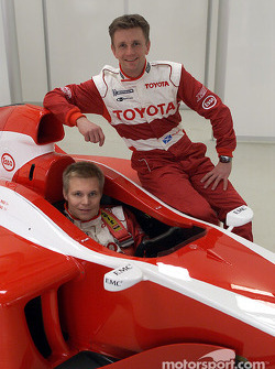 Mika Salo in the cockpit and Allan McNish