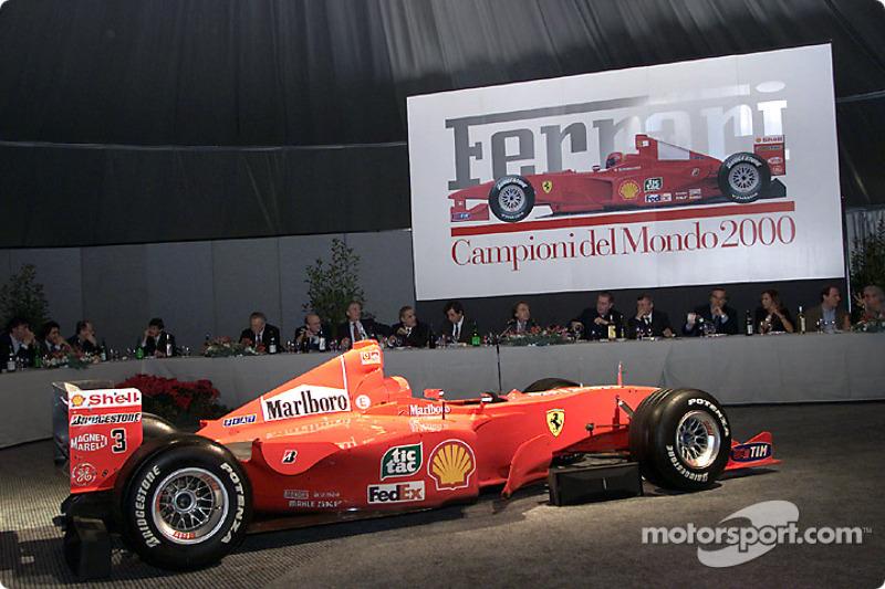 Ужин с итальянской прессой на презентации машины Ferrari 2000 года