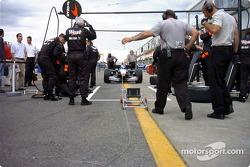 Práctica de parada de pits para McLaren