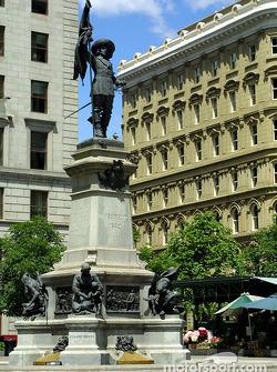 El Viejo Montreal: Estatua de Maisonneuve, el fundador de Montreal