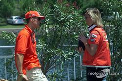 Michael Schumacher y su oficial de prensa, Sabine Kehm