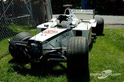 Jacques Villeneuve'in BAR, after a contact ve wall