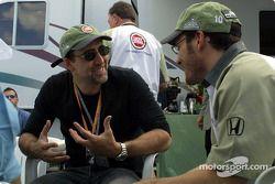 Jacques Villeneuve discutiendo con Nicolas Cage