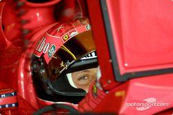 Michael Schumacher, observando al fotógrafo
