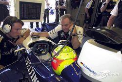 Ralf Schumacher discutiendo con Patrick Head