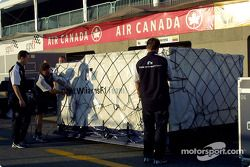 Team BMW-Williams, packing after victory